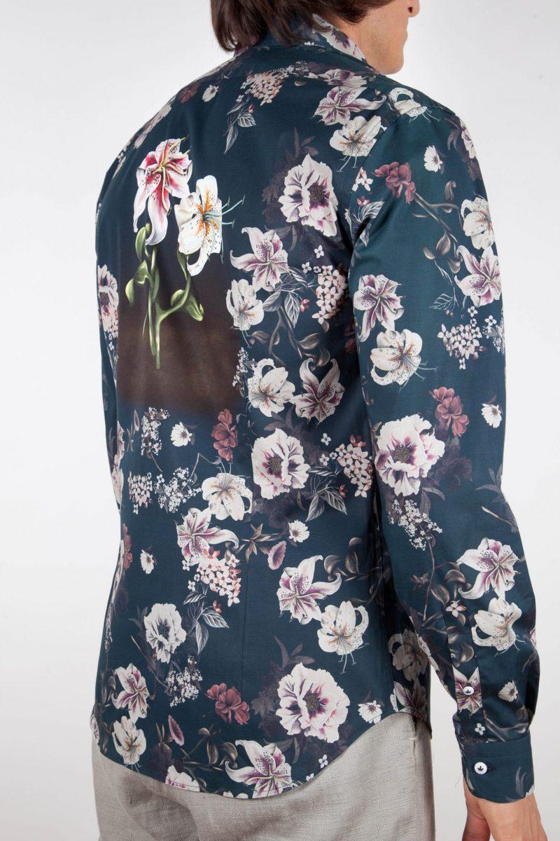 Fashion shirt, soft and blue collar.