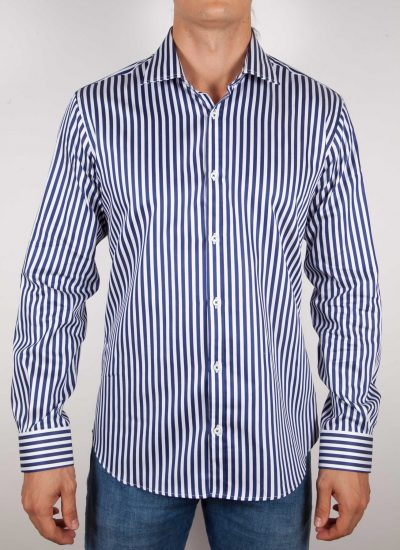 Shirt with blue and white lines. (Copia)